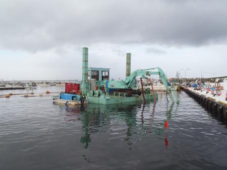 北海道:鹿部漁港浚渫工事