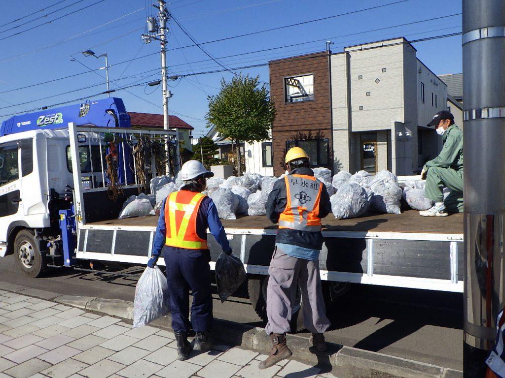 津別地区 花いっぱいの街づくりフラワーロード回収作業
